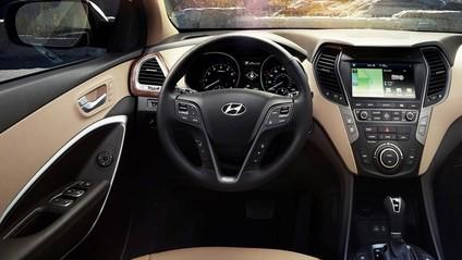 Vô-lăng của Hyundai SantaFe 2017 và Nissan X-Trail 2017