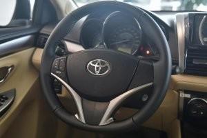 thiết kế vô-lăng của Honda City 2017 và Toyota Vios 2017