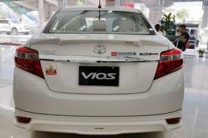 đuôi xe của Honda City 2017 và Toyota Vios 2017
