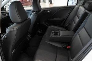 thiết kế hàng ghế sau của Honda City 2017 và Toyota Vios 2017