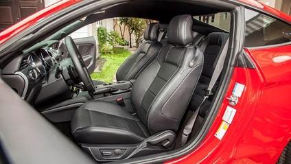 Ghế trước của Ford Mustang 2015