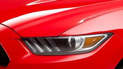 Đèn pha trên Ford Mustang 2015