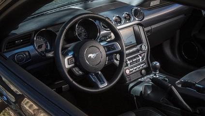 Tay lái của Ford Mustang 2015