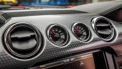 Cụm đồng hồ của Ford Mustang 2015