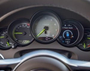 cụm đồng hồ trên Porsche Cayenne 2017