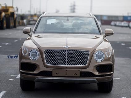 Trải nghiệm nhanh SUV siêu sang Bentley Bentayga Onyx Edition với 7 chỗ ngồi