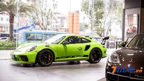 Video: Sờ tận tay các tuỳ chọn hơn 1,2 tỷ đồng của Porsche 911 GT3 RS màu độc nhất Việt Nam