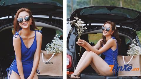 Chân dài Mạnh Khánh Chi khoe dáng nuột bên mẫu xe nhỏ xinh Smart ForTwo