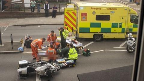 Mô tô cảnh sát hộ tống vợ chồng Hoàng tử Anh gây tai nạn khiến một cụ bà bị thương