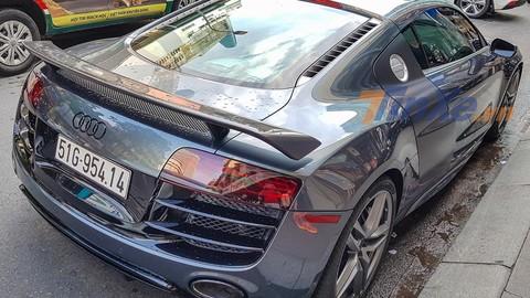 Siêu xe Audi R8 sở hữu số sàn độc nhất Việt Nam mới được độ body kit carbon