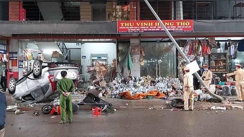 Hà Nam: Honda CR-V lật ngửa bụng lúc sáng sớm, người lái bị thương