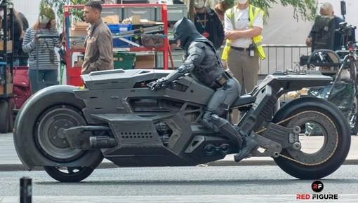 Những hành ảnh đầu tiên của Batcycle - Siêu mô tô của Batman trong phần phim Flash mới