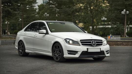 """Mỗi năm đi chưa đến 3.500 km, """"của hiếm"""" Mercedes-Benz C 300 AMG Plus 2014 lên sàn với giá chỉ """"lõm"""" có một nửa"""