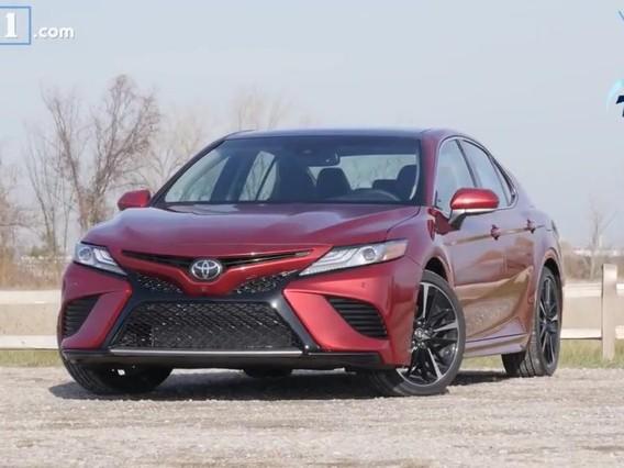 Đánh giá Toyota Camry 2018: Lái êm, nội thất rộng nhưng trang bị kém