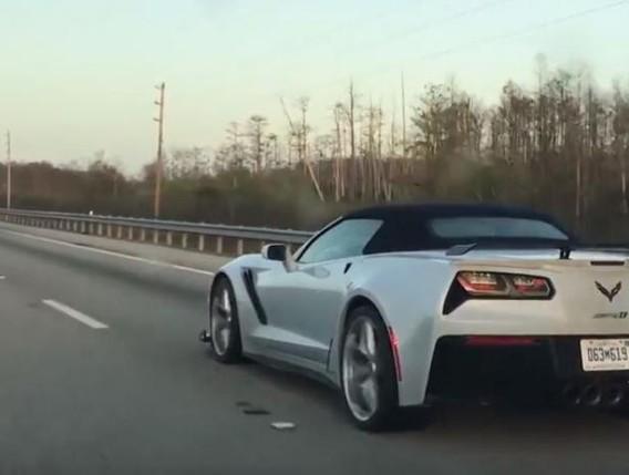 Lần đầu tiên bắt gặp cặp đôi Chevrolet Corvette ZR1 ngoài đời thực