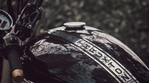 Video: Trải nghiệm bản độ The Bard từ Triumph Thruxton bởi Zife Design tại Việt Nam
