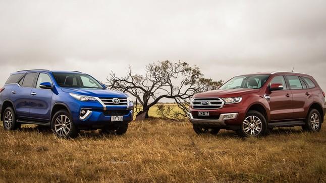 """So sánh xe Toyota Fortuner 2017 và Ford Everest 2016: Ông hoàng doanh số """"chạm trán"""" với vua chất lượng"""