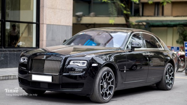 Đánh giá nội thất xa hoa bên trong Rolls-Royce Ghost Black Badge tại Việt Nam