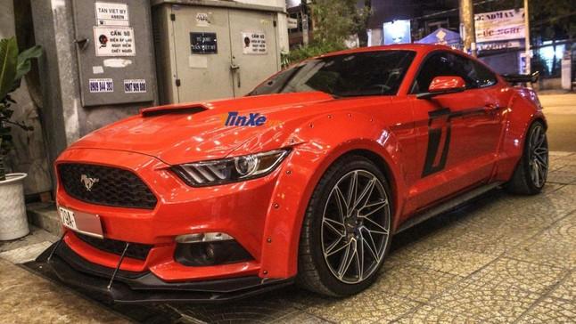 Đánh giá nhanh Ford Mustang độ body kit thân rộng hơn 300 triệu Đồng của biker Nha Trang