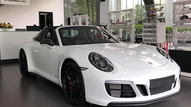 Cảm nhận nhanh xe thể thao mui trần Porsche 911 Targa 4 GTS 2018 hơn 11 tỷ đồng đầu tiên về Việt Nam