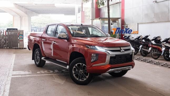 Mitsubishi Triton 2019 về tại đại lý: Ngoại thất long lanh, nội thất bị cắt nhiều trang bị
