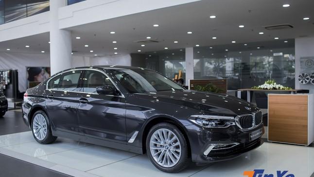 """""""Soi"""" từng chi tiết của BMW 530i 2019 giá hơn 3 tỷ đồng vừa về Việt Nam"""