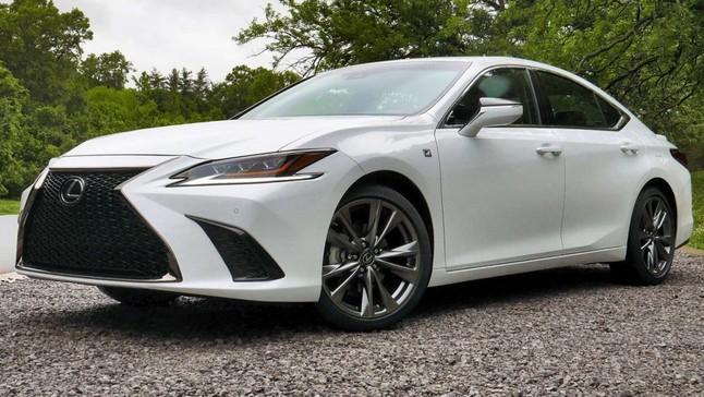 """Đánh giá nhanh Lexus ES 2019 bản Mỹ: Mẫu sedan hạng sang """"suýt hoàn hảo"""""""