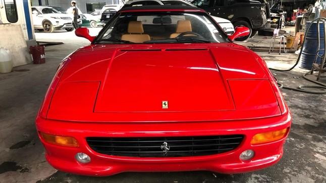 Cận cảnh Ferrari F355 Spider, siêu xe khó mua nhất Việt Nam