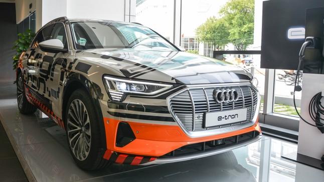 Đánh giá nhanh SUV chạy điện Audi e-tron đầu tiên tại Việt Nam