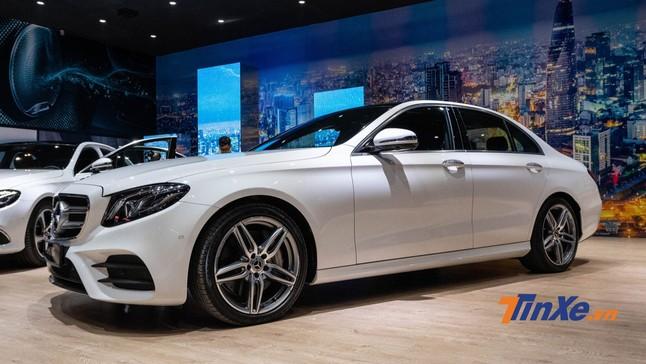 """Vừa mở bán đã """"cháy hàng"""", Mercedes-Benz E 350 AMG 2019 có gì mà hấp dẫn đến vậy?"""