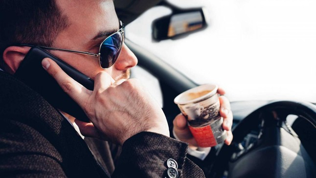 6 lời khuyên giúp bạn tránh mất tập trung trong khi lái xe