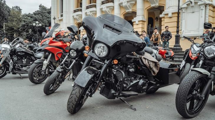 Video: Dàn xe mô tô phân khối lớn tiền tỷ của biker Hà Nội họp mặt đầu năm khiến nhiều người trầm trồ