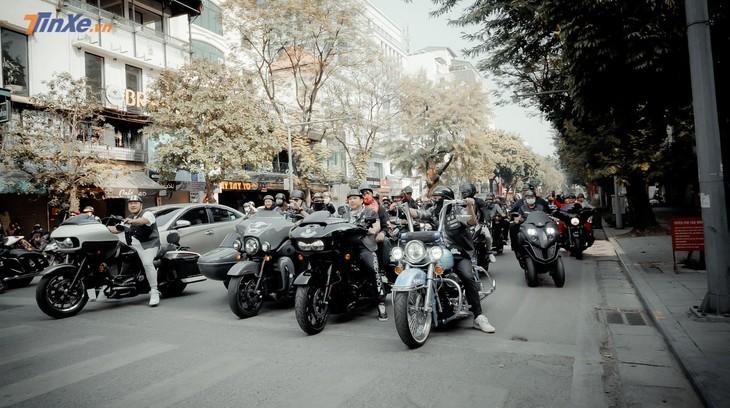 Video: Hàng chục xe mô tô phân khối lớn diễu hành trong dịp Tết Tân Sửu 2021 tại Hà Nội