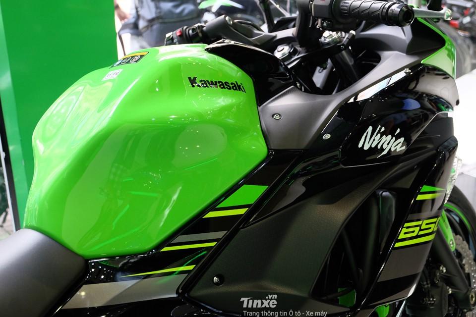 Bình xăng Kawasaki Ninja 650 2018 có dung tích 15 lít