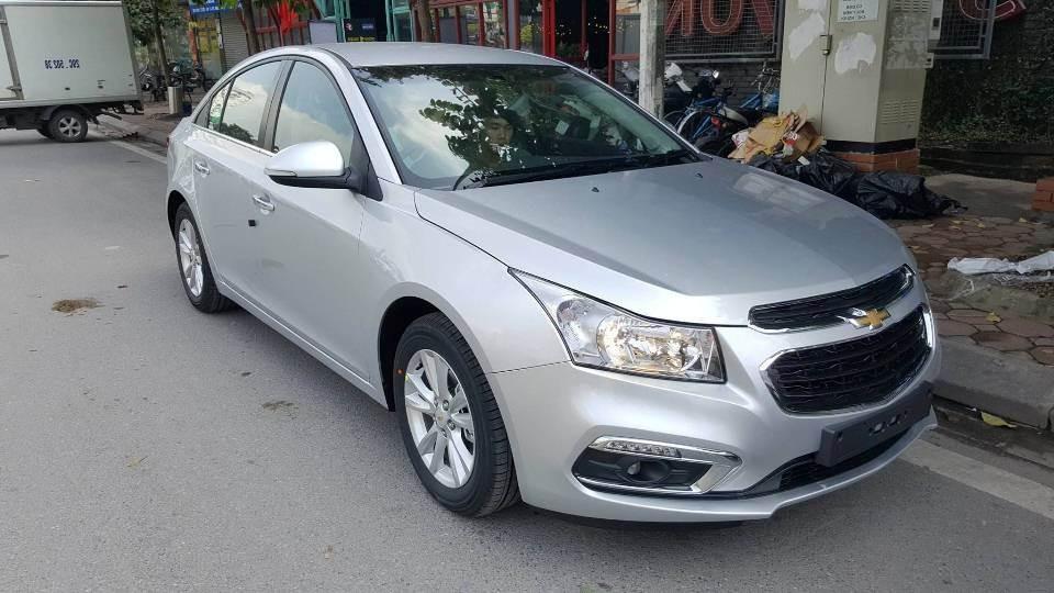 Chevrolet Cruze 2018 màu bạc