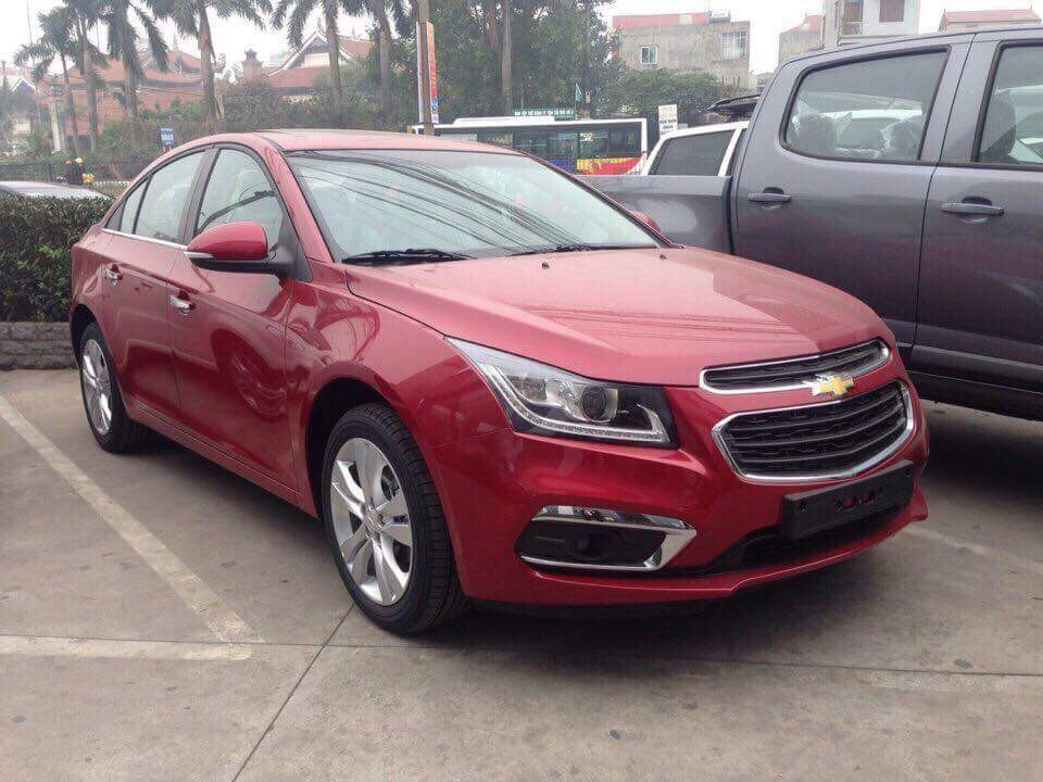 Chevrolet Cruze 2018 màu đỏ