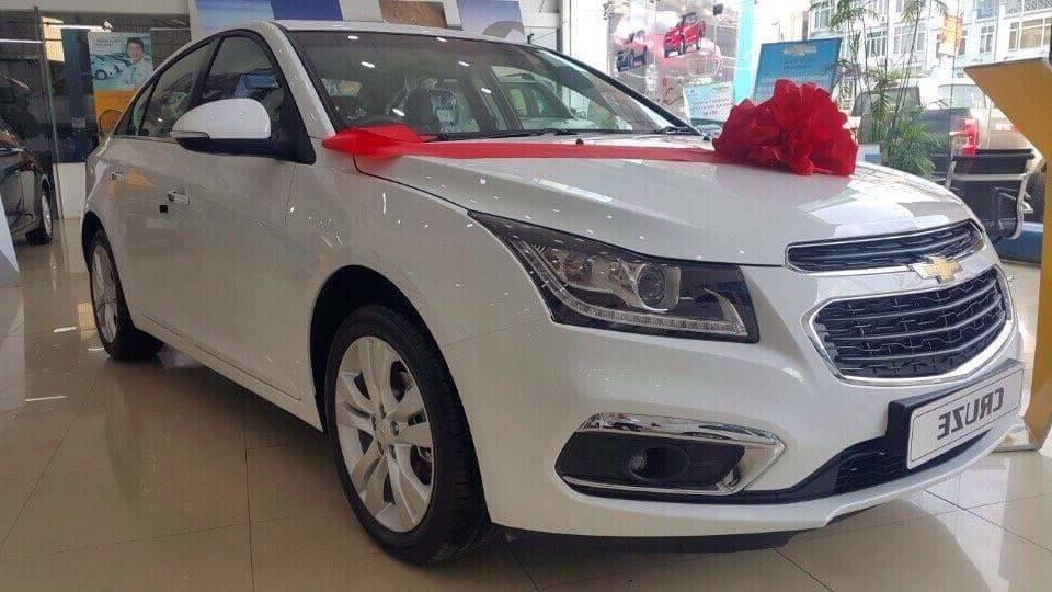 Chevrolet Cruze 2018 màu trắng
