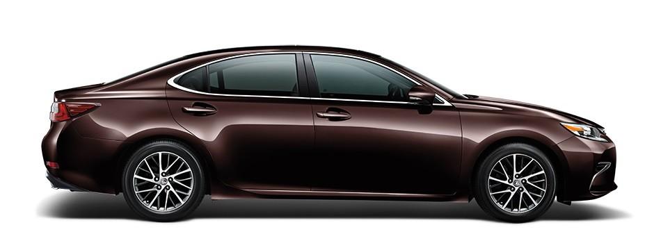 Mẫu Lexus ES màu nâu