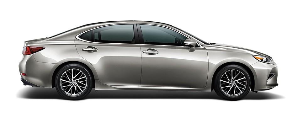 Mẫu Lexus ES màu Titanium