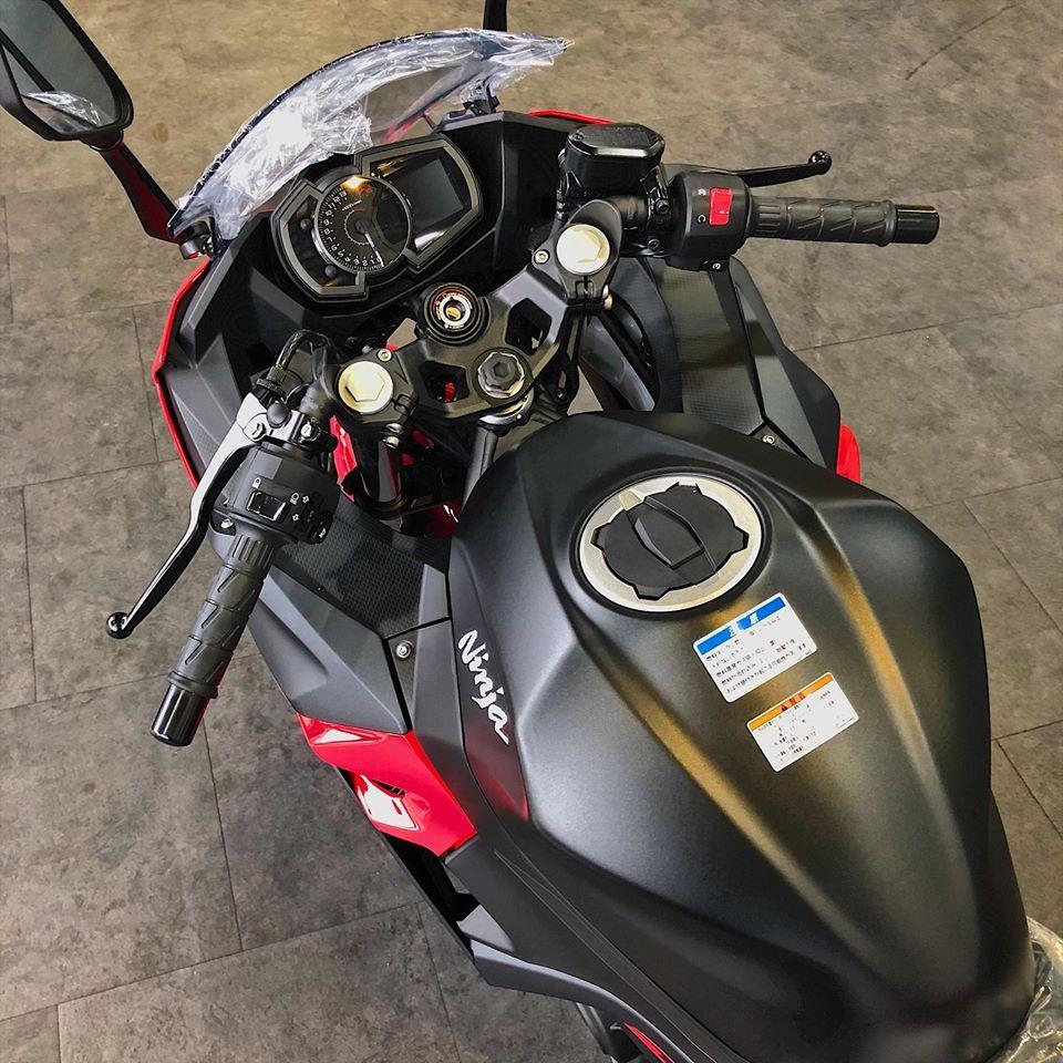 Đồng hồ và bình xăng Kawasaki Ninja 250 2018