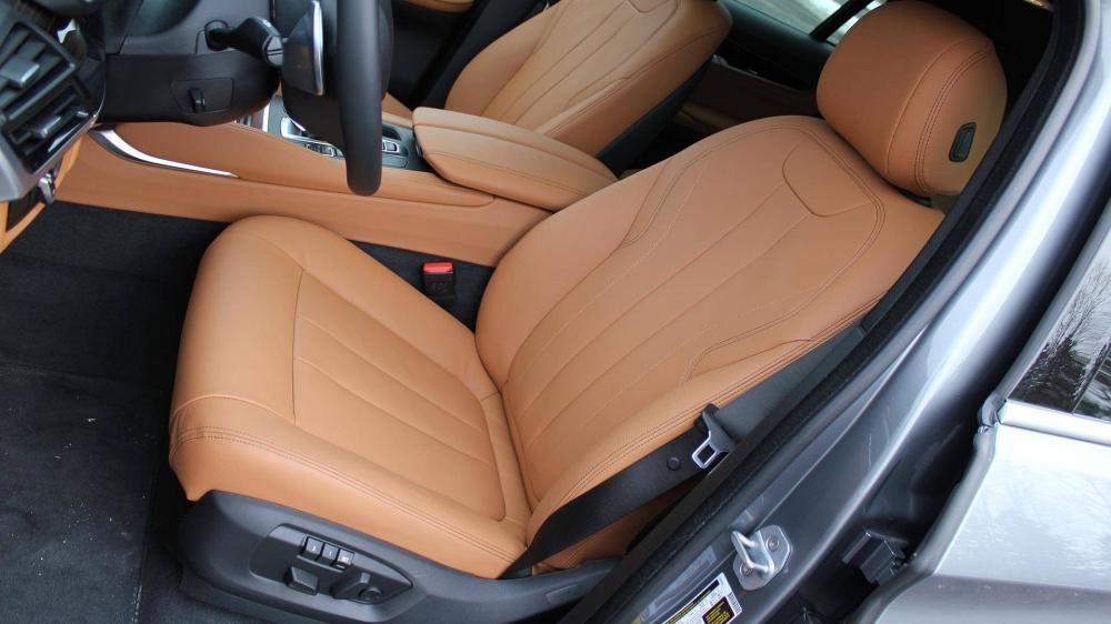 Hàng ghế trước của xe BMW X6