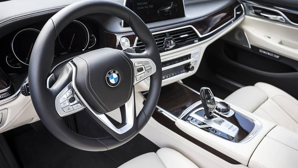 bảng táp-lô xe BMW 7 series