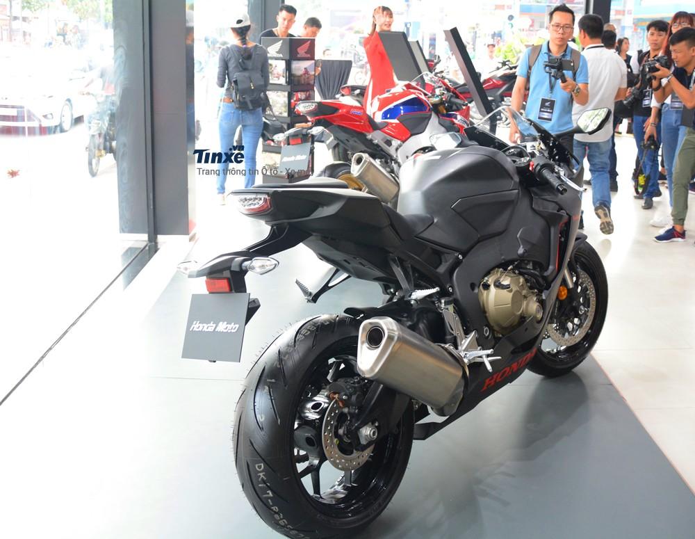 Trang bị công nghệ trên Honda CBR1000RR FireBlade 2018