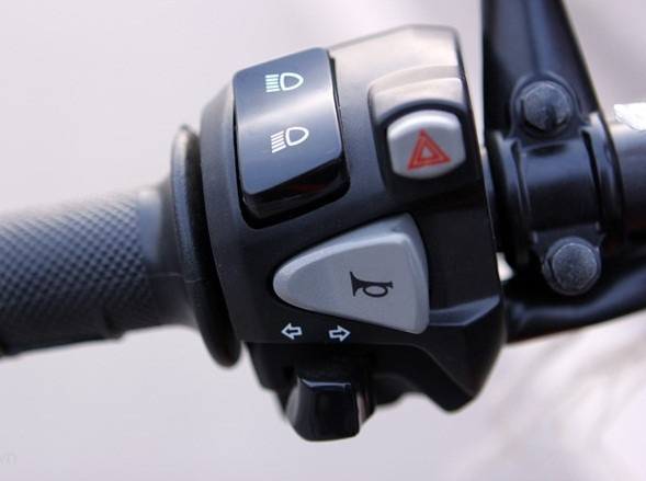 Còi xe mạnh yếu cũng phản ánh tình trạng điện của xe