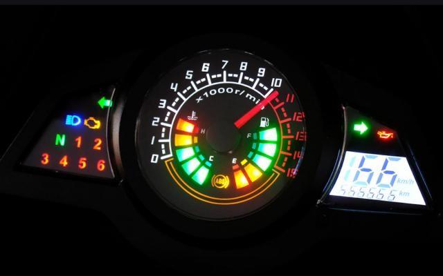 Độ sáng của đèn đồng hồ báo hiệu mức độ dòng điện trên xe