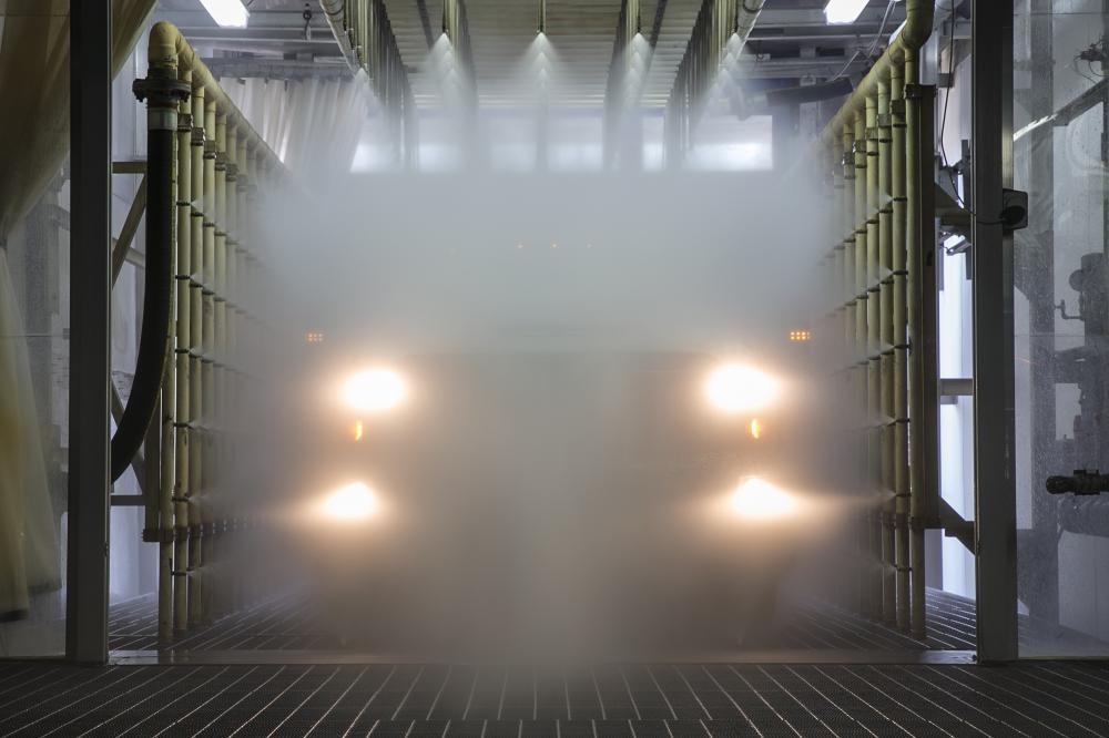 Kiểm tra khả năng chống nước xâm nhập qua cửa và cửa sổ xe