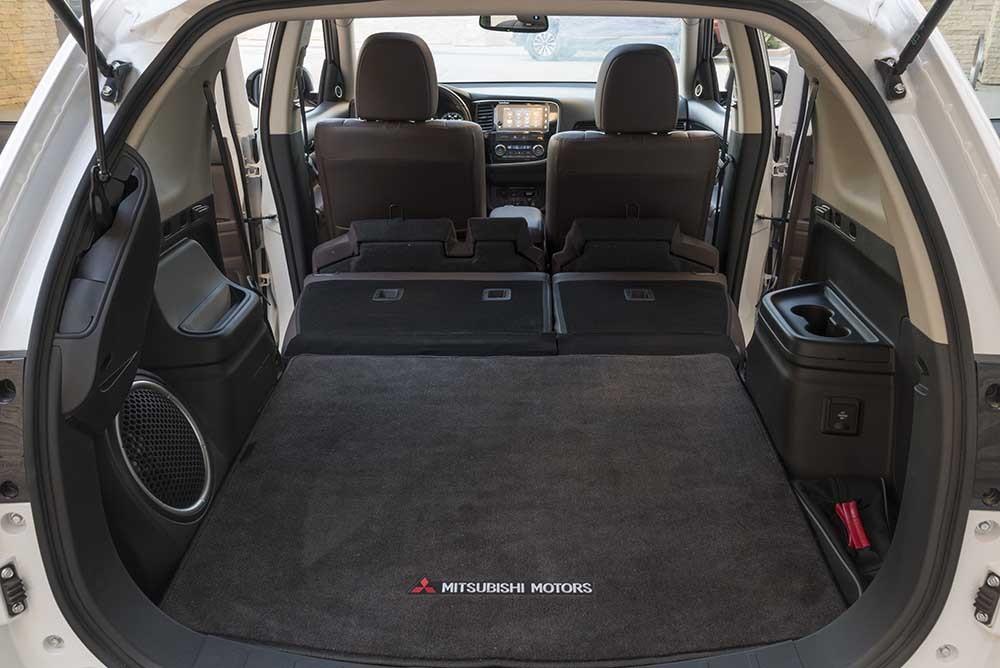 Khoang để hành lý của Mitsubishi Outlander
