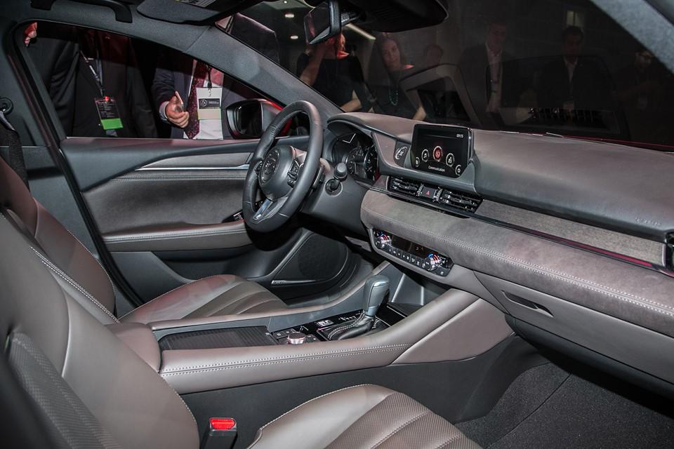 Nội thất trên Mazda6