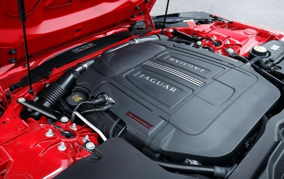 Trang bị động cơ Jaguar F-Type