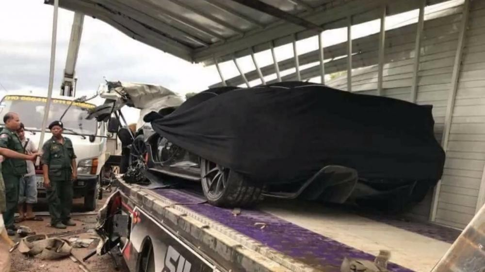 McLaren P1 gặp nạn vào tháng 11 năm 2017 tại Campuchia